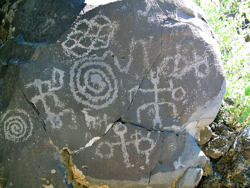 Finding the nearby petroglyphs required about 20 miles of driving on remote roads, and a 10 minute, cross-country hike. And some orienteering.
