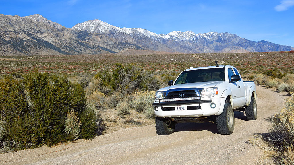 On the way home we opted to take Foothill Road to the Alabama Hills, paralleling Highway 395. More fun because it's dirt!