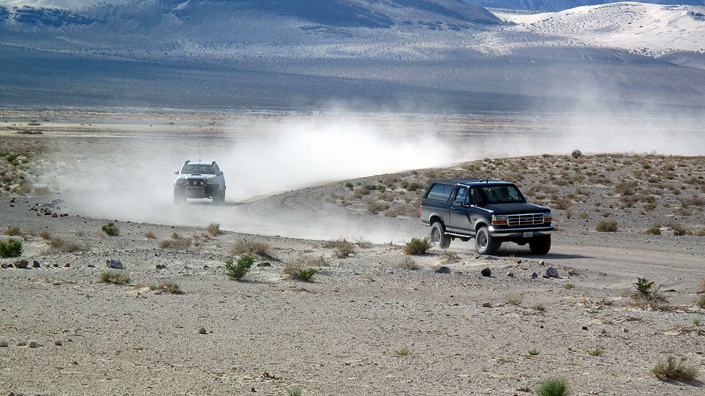 George and Vince in the black Bronco are followed by Bob, meeting us at the Eureka Dunes.