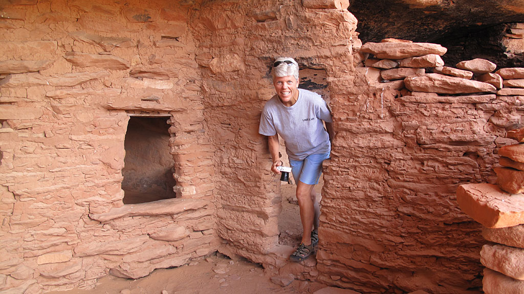 On the eastern shore of Lake Powell, we discovered some cliff dwellings in amazingly good condition.
