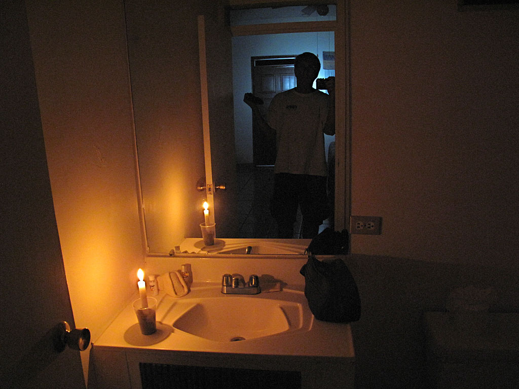Electricity went out in San Felipe, along with extreme Southern California and parts of Arizona. Hotel people came around and put candles in everyone's rooms.