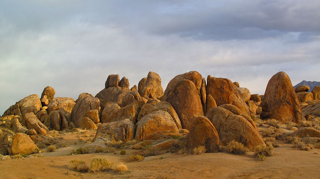 We arrived at our camp site about an hour before sunset, and were rewarded with views of some pretty impressive rocks. Hundreds of old cowboy movies were made in the area with the likes of John Wayne, Gene Audry, Clayton Moore and Hopalong Cassidy.