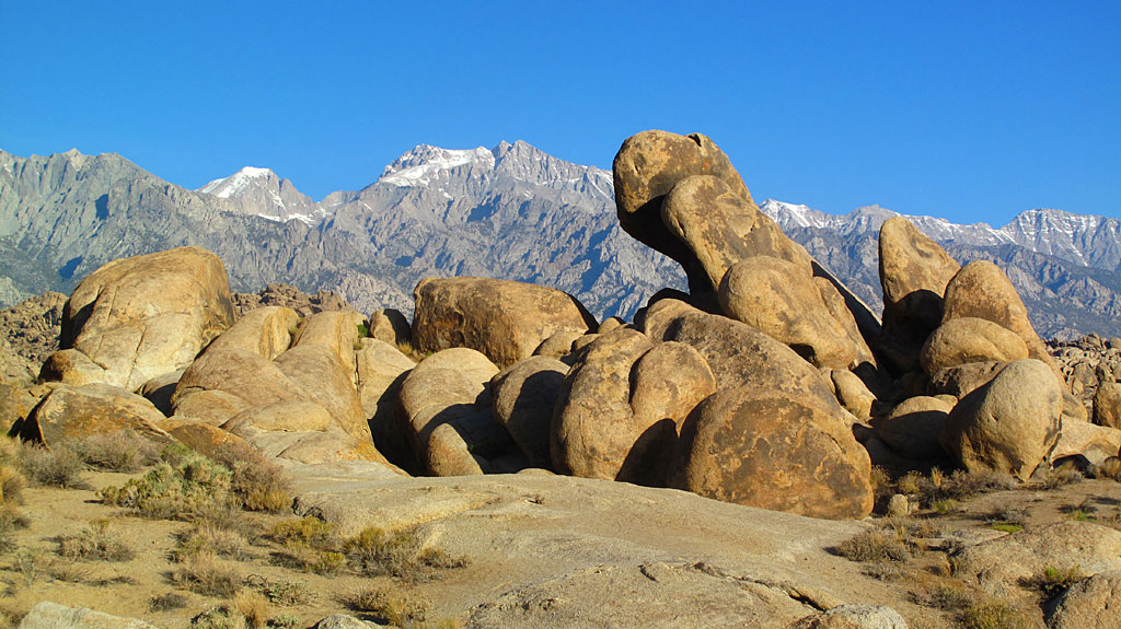 Sunday morning sunrise in the Alabama Hills. That tall, weird-shaped rock? It's about 30' tall, thanks for asking.