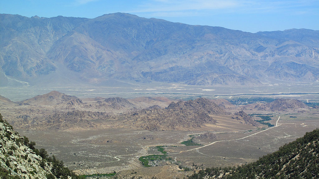 Among other things, on Sunday we drove up to Whitney Portal and had lunch. In the middle of the photo are the Alabama Hills - the town of Lone Pine is located in that green mass on the right. That's the Inyo Mountains on the east side of the Owens Valley.